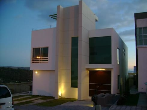 Fachada casa Minimalista: Casas de estilo minimalista por HC Arquitecto