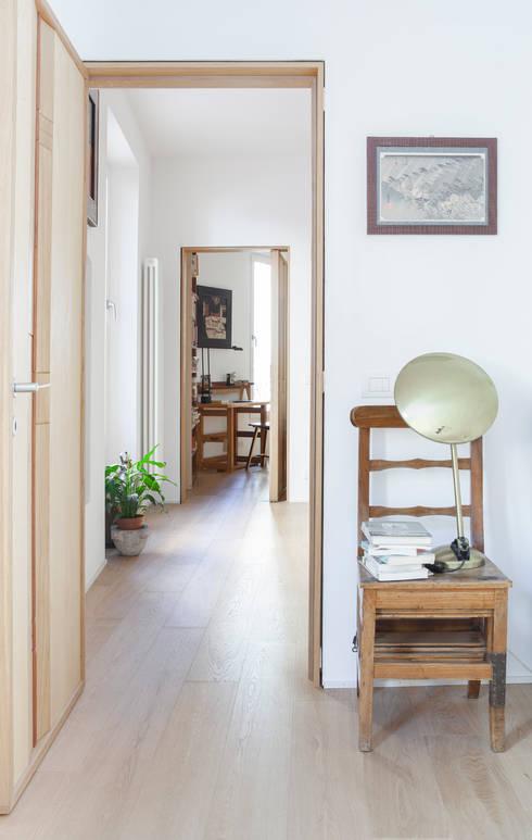 camera : Camera da letto in stile in stile Classico di Giovanna Cavalli Architetto