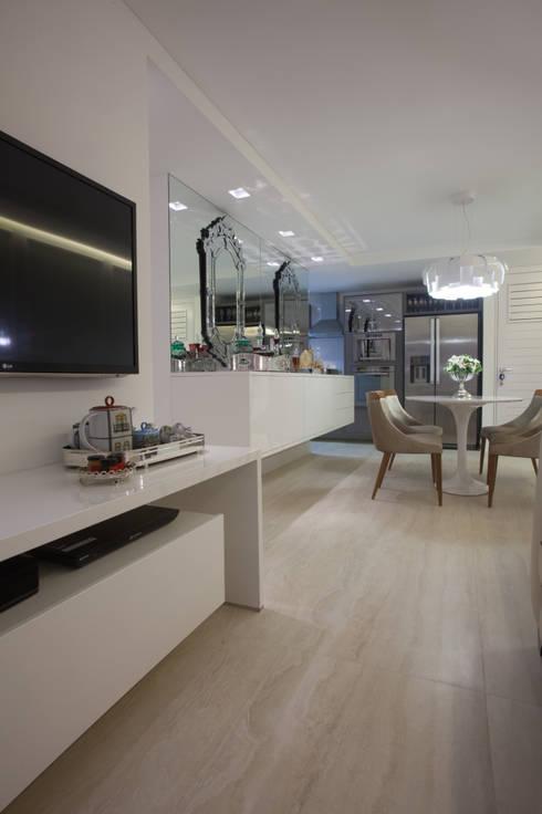 Projeto: Salas de jantar minimalistas por Leonardo Maia Arquitetos