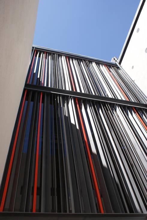 Santa María Dos: Casas de estilo moderno por Taller Habitat Arquitectos