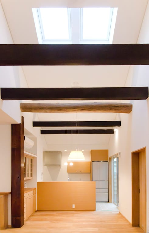 江波本町の家: エルイーオー設計室が手掛けたリビングです。