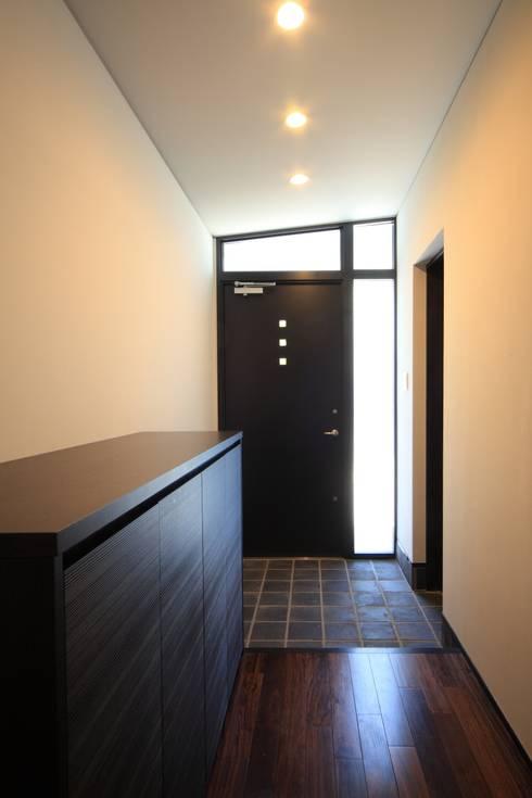 玄関ホール: MA設計室が手掛けた家です。