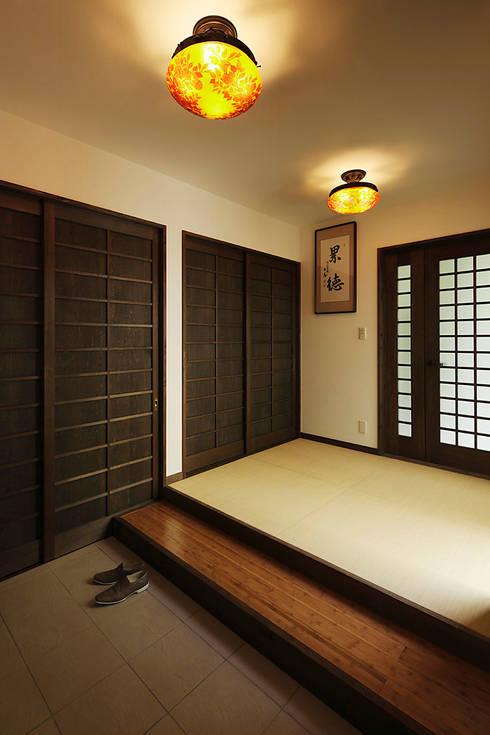 プロバンス風住宅(富津): 有限会社タクト設計事務所が手掛けた和室です。