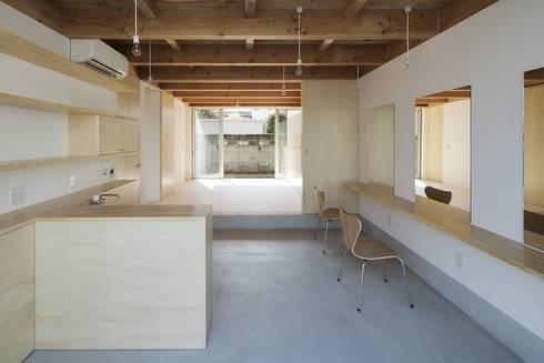 木箱の家: すずきが手掛けた書斎です。