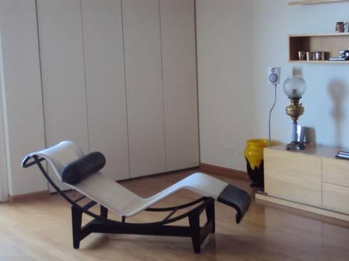 Piso en Retiro: Livings de estilo moderno por GUTMAN+LEHRER ARQUITECTAS