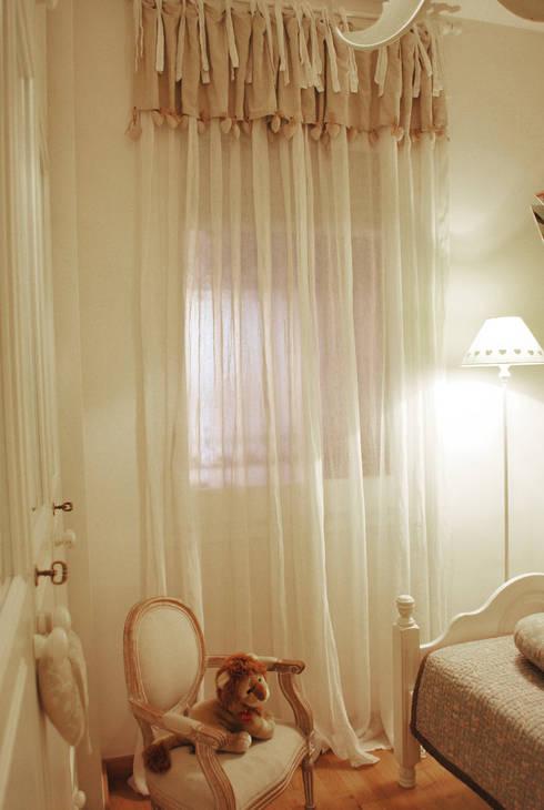 Piso de estilo industrial: Dormitorios infantiles de estilo clásico de Vicente Galve Studio