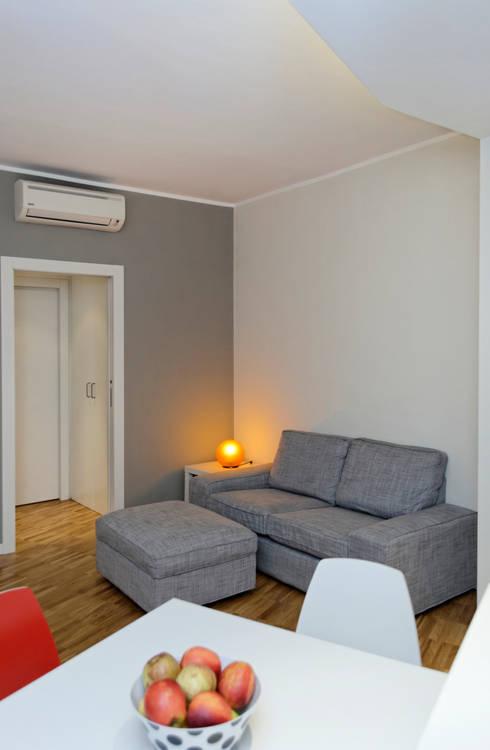 Salas / recibidores de estilo  por ROBERTA DANISI ARCHITETTO