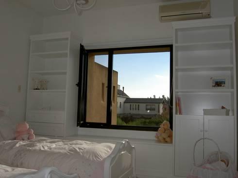 cuarto niñas: Dormitorios infantiles  de estilo  por BAIRES GREEN MUEBLES