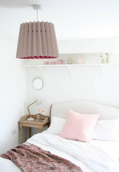 Camera da letto in stile in stile Moderno di Lane