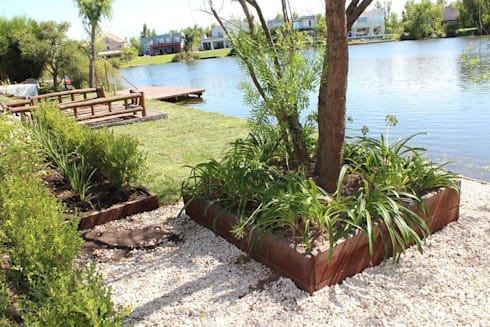 al agua: Jardines de estilo moderno por BAIRES GREEN