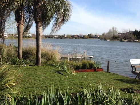 lagunas: Jardines de estilo moderno por BAIRES GREEN