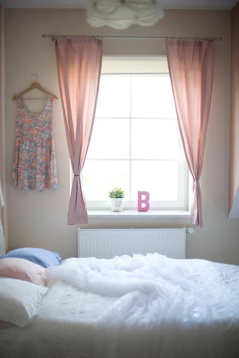 Pokój Basi - romantyczne pastele.: styl , w kategorii Pokój dziecięcy zaprojektowany przez Miśkiewicz Design For Kids