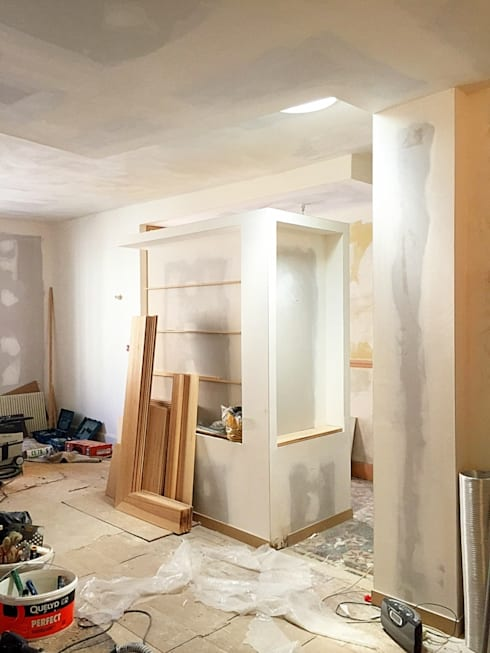 Chantier - Le puits de lumière apporte une atmosphère nouvelle au coeur de la maison:  de style  par 3B Architecture