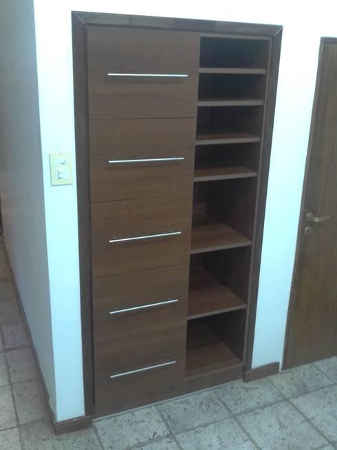 Biblioteca-Ordenador:  de estilo  por Muebles del angel