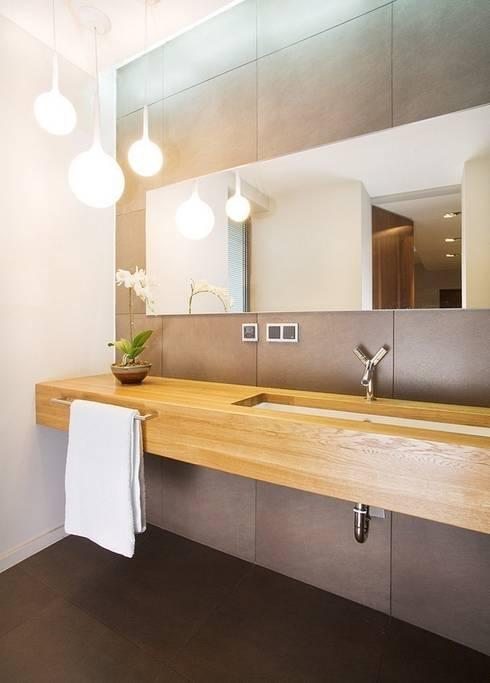 Casas de banho  por KODO projekty i realizacje wnętrz