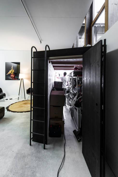 Living Cube Furniture의  차고 & 창고