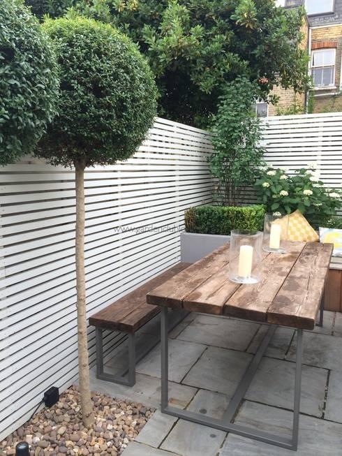 Slim & Subtle Rear Garden: modern Garden by Garden Club London