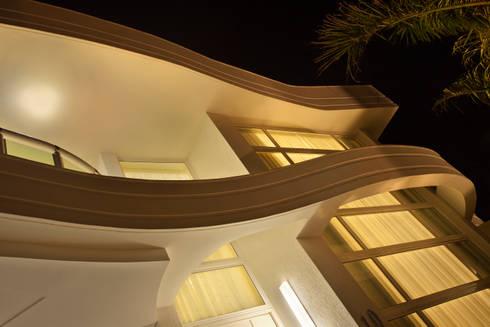 Casa Porto Seguro: Casas modernas por Arquiteto Aquiles Nícolas Kílaris