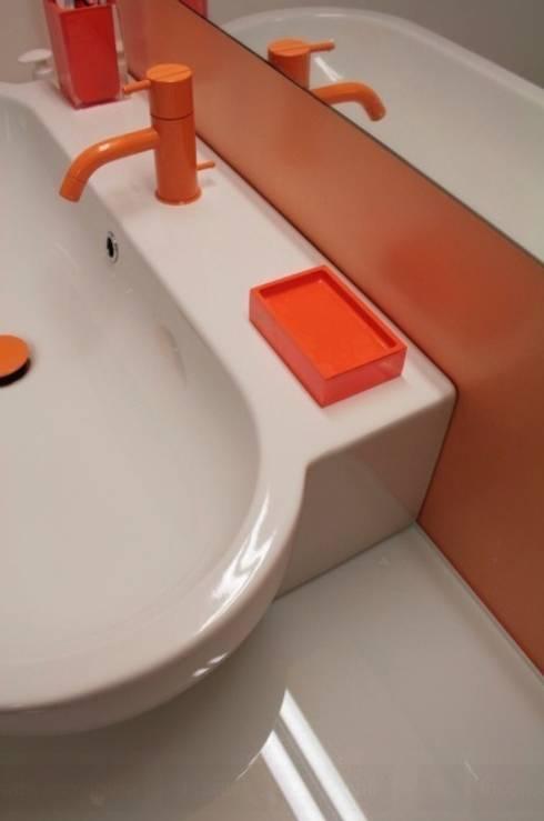 Baños de estilo  por AAIDO MA