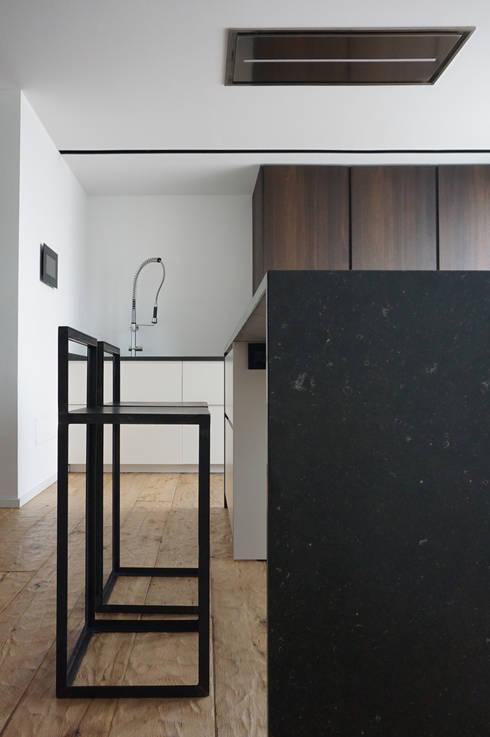 Scorcio Cucina: Cucina in stile  di Plus Concept Studio