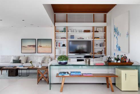 COBERTURA FCF: Salas de estar  por Yamagata Arquitetura