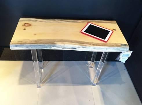 Console Nibi: Salon de style de style Moderne par Pür cachet