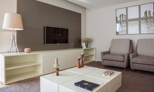 ANDAR MODELO GAIA 2014: Sala de estar  por Filipa Cunha Interiores