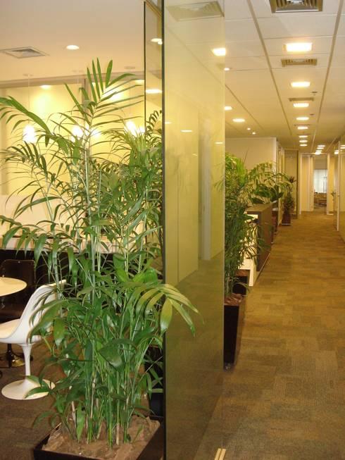 Espaço Café  escritorio corporativo - projeto e paisagismo: Espaços comerciais  por E|F DESIGN.INTERIORES.PAISAGISMO