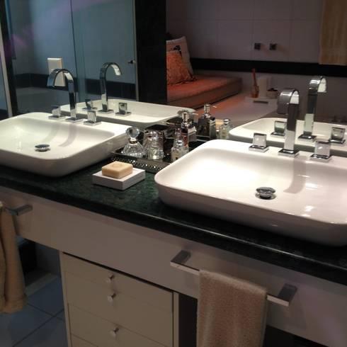 Residência Park Palace: Banheiro  por Flavia Lucas & Adriana Esteves  - Arquitetura
