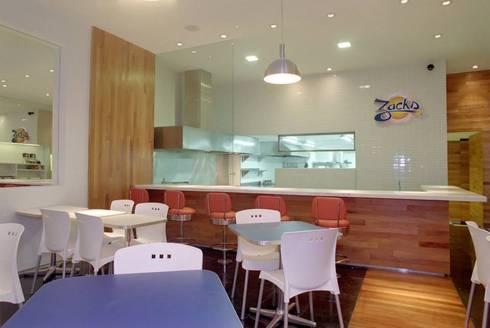 Hamburgueria Zacks – Centro: Espaços gastronômicos  por Flavia Lucas & Adriana Esteves  - Arquitetura