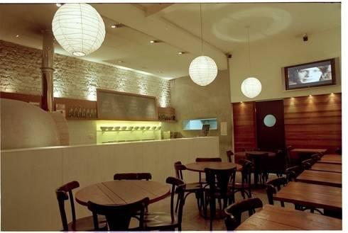 Giusta Pizza - Leblon: Espaços gastronômicos  por Flavia Lucas & Adriana Esteves  - Arquitetura