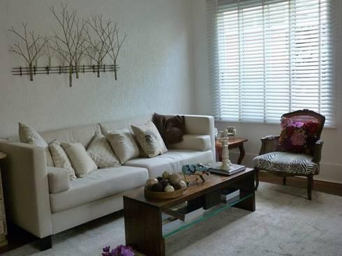 Produção  Living  - residência em condomínio: Casa  por E|F DESIGN.INTERIORES.PAISAGISMO