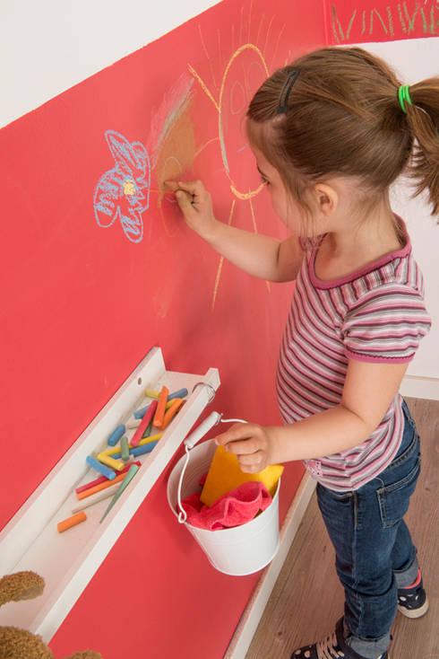Kinderzimmerwand mit bunter Kreide kreativ gestalten:  Kinderzimmer von Jansen