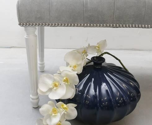 Grey: Quarto  por ORCHIDS LOFT