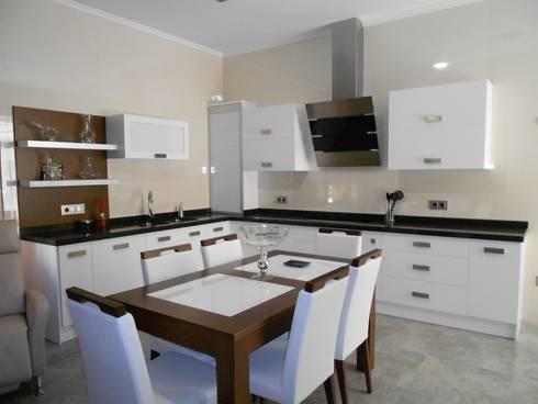 Color blanco siempre presente en cocinas ba os y armarios de muebles los pepotes homify - Muebles los pepotes ...