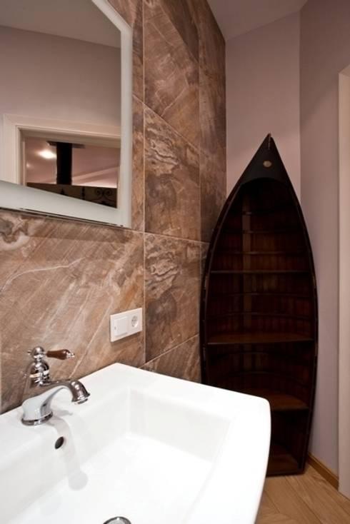 Частная квартира на Цветном Бульваре, г. Москва: Ванные комнаты в . Автор – Дизайн-студия интерьера 'ART-B.O.s'