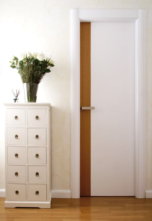 Domporte: Puertas y ventanas de estilo  de Domporte