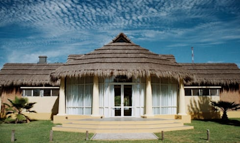 Solares de la Laguna - SALON DE EVENTOS: Salas de eventos de estilo  por D'ODORICO OFICINA DE ARQUITECTURA