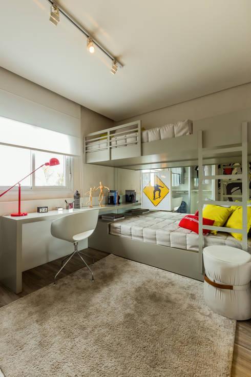 Chris Silveira & Arquitetos Associados:  tarz Yatak Odası