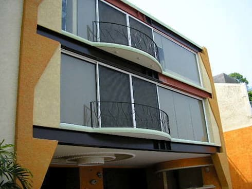 Fachada principal: Casas de estilo moderno por ARQUELIGE