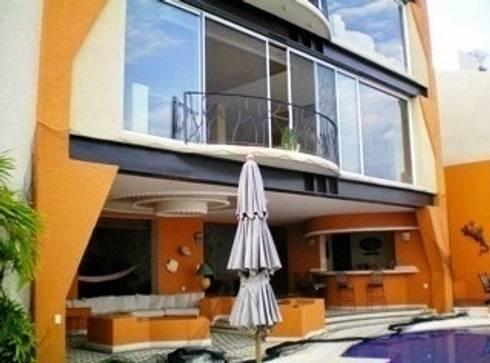 Vista terraza abierta: Casas de estilo topical por ARQUELIGE