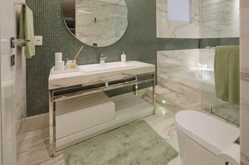 Residência CN: Banheiros modernos por Gláucia Britto