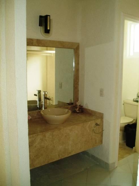 Tocador y lavabo después de la remodelación:  de estilo  por ARQUELIGE