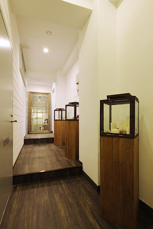 Прихожая, коридор и лестницы в . Автор – 有限会社タクト設計事務所