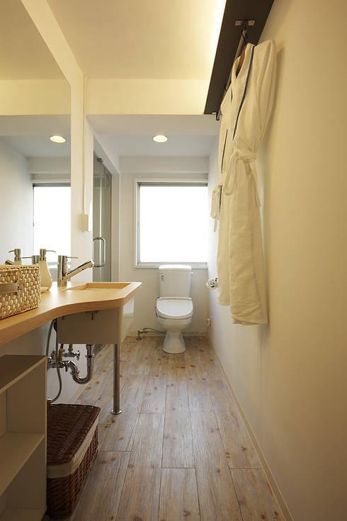 秋葉原リノベーション: 有限会社タクト設計事務所が手掛けた浴室です。