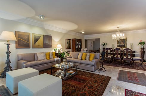 Sala de Estar: Salas de estar clássicas por Bruno Sgrillo Arquitetura