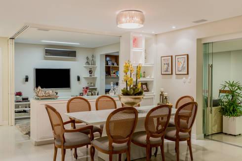 Sala de Jantar com Tv: Salas de estar modernas por Bruno Sgrillo Arquitetura