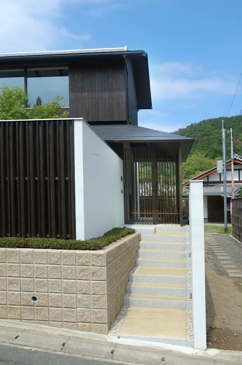 アプローチ:       古津真一 翔設計工房一級建築士事務所が手掛けた家です。