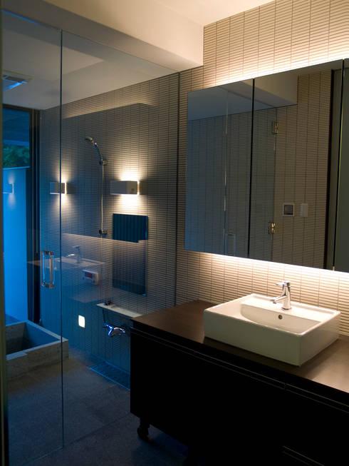 洗面 浴室:       古津真一 翔設計工房一級建築士事務所が手掛けた浴室です。