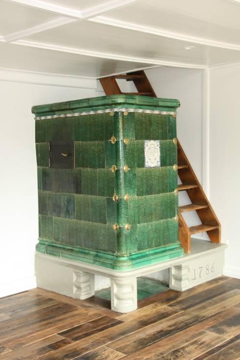 Umbau eines stattlichen Handwerkerhauses Jahrgang 1784:  Wohnzimmer von Architekturbüro Gerhard Catrina AG